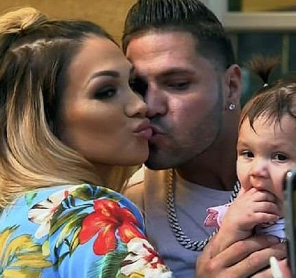 Ronnie Ortiz Magro and Jen Harley with their daughter