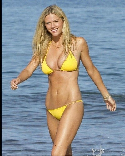 Brooklyn Decker Revealed How She Got Back To The Shape After Giving Birth To The Baby!