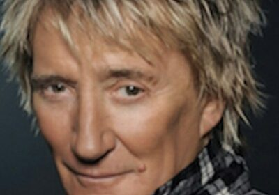 Rod Stewart visited a hair salon and came out after 3 hours looking virtually the same!