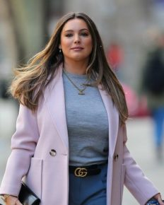 Who Is Kelly Brook Dating In 2020? Know About Her Boyfriend, And Relationship Status!