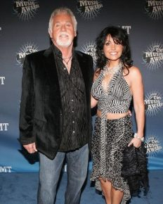 Who is Kenny Rogers' wife Wanda Miller? 4 interesting facts about her!