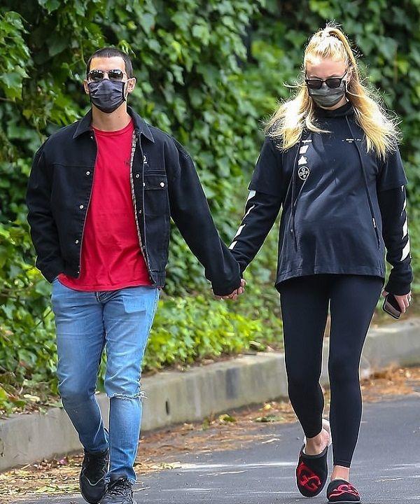 Sophie Turner and Joe Jonas walking in quarantine