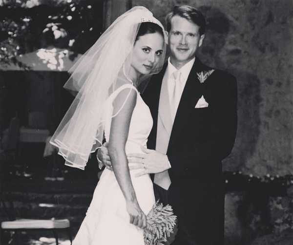 Lisa Marie Kubikoff and husband Cary Elwes married