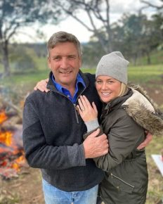 Sunrise presenter Samantha Armytage is engaged to her boyfriend, Richard Lavender!
