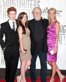 Insight on happily married life of Juanita Dorricott and Bob Seger! Know about their net worth, house robbed, biography