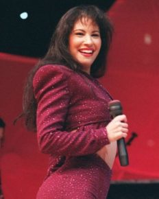 Tragic Death Of 90's Biggest Music Personality Selena Quintanilla At The Age Of 23 After Her Fan Club President Shot Her!