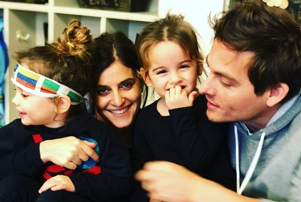 Jaime Feld and Kevin Zegers with their twin daughters
