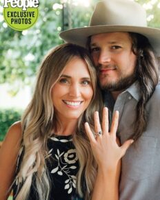 Adam Wakefield, The Voice season 10 runner-up is engaged to his girlfriend, actress Jenny Leigh!