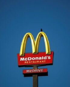 McDonald's slapped with a $ 1 billion discrimination lawsuit!